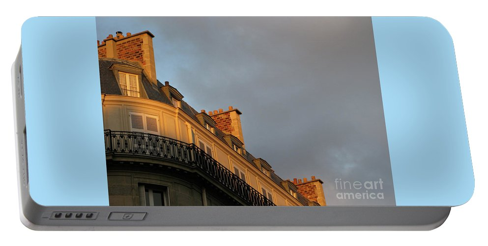 Paris Portable Battery Charger featuring the photograph Paris At Sunset by Ann Horn