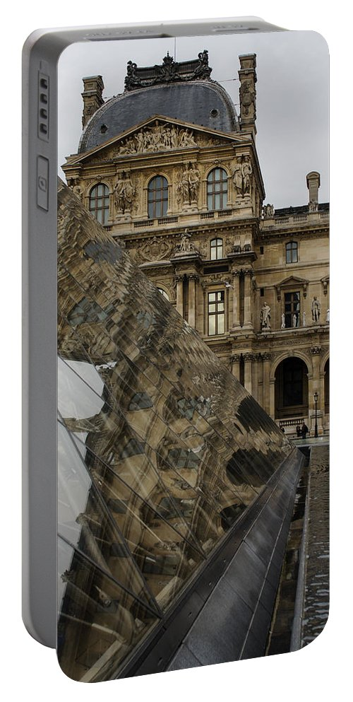Paris Portable Battery Charger featuring the photograph Paris - Louvre Reflecting In The Pyramid by Georgia Mizuleva
