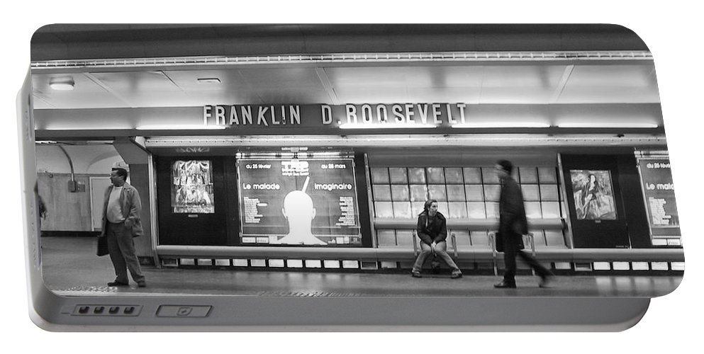 Paris Portable Battery Charger featuring the photograph Paris Metro - Franklin Roosevelt Station by Thomas Marchessault