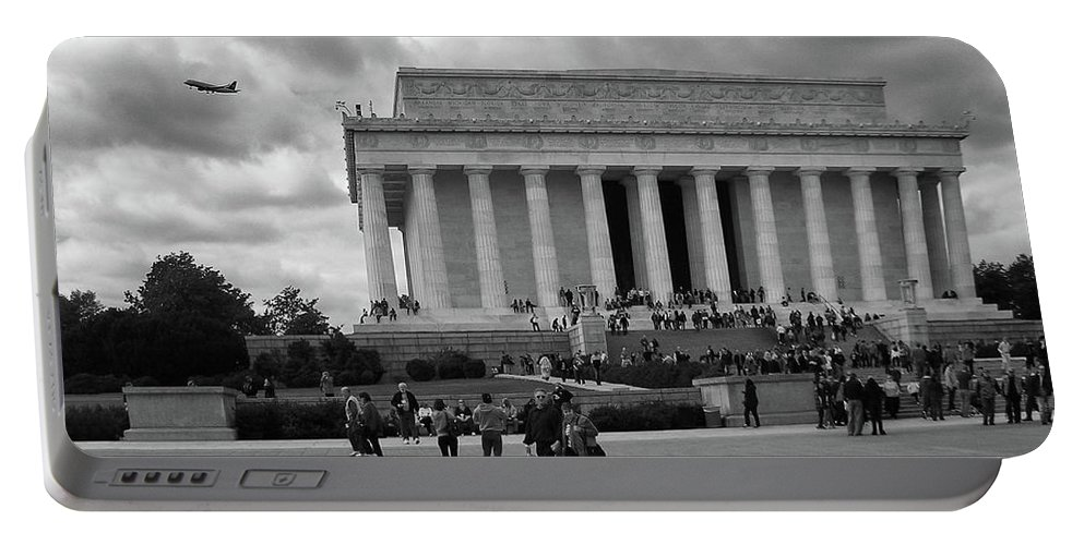 Monuments Portable Battery Charger featuring the photograph Remembering Abe by Guy Whiteley