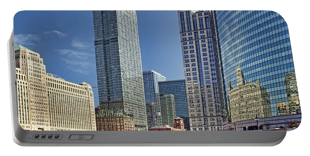 Chicago Portable Battery Charger featuring the photograph River View Skyline by Nikolyn McDonald