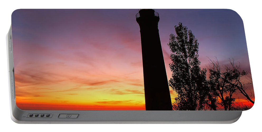 Sunset Portable Battery Charger featuring the photograph Sable Point Sunset by Nick Zelinsky