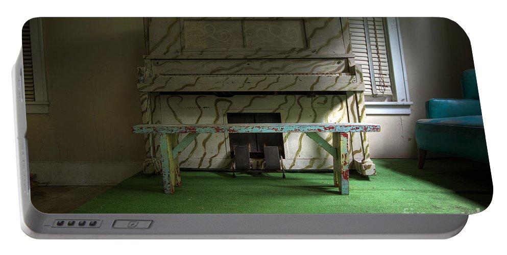 Borscht Belt Portable Battery Charger featuring the photograph Solo by Rick Kuperberg Sr