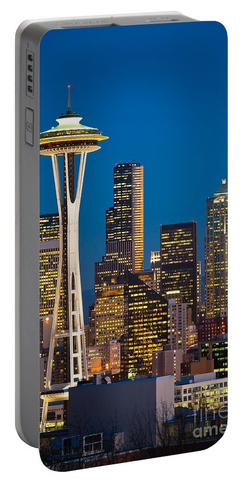 Seattle Portable Battery Charger featuring the photograph Space Needle Evening by Inge Johnsson