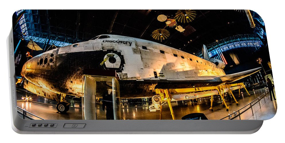 2014 Portable Battery Charger featuring the photograph Space Shuttle Discovery by Randy Scherkenbach