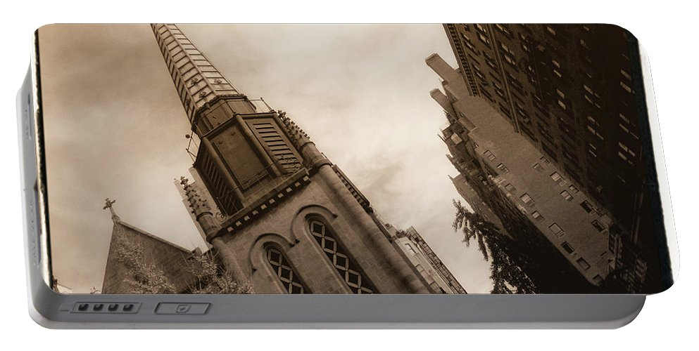 New York Portable Battery Charger featuring the photograph Steeple Chase by Donna Blackhall