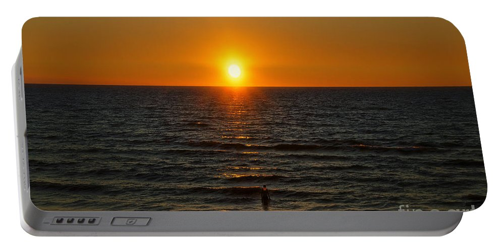 Lake Michigan Portable Battery Charger featuring the photograph Sundown Admiration by Thomas Woolworth