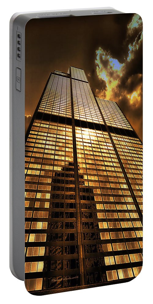 Cities Portable Battery Charger featuring the photograph Sundown At Willis Sears Tower by Thomas Woolworth