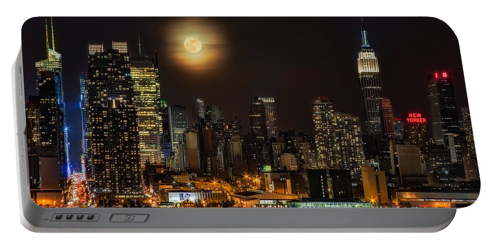 Empire State Building Portable Battery Charger featuring the photograph Super Moon Over Nyc by Susan Candelario