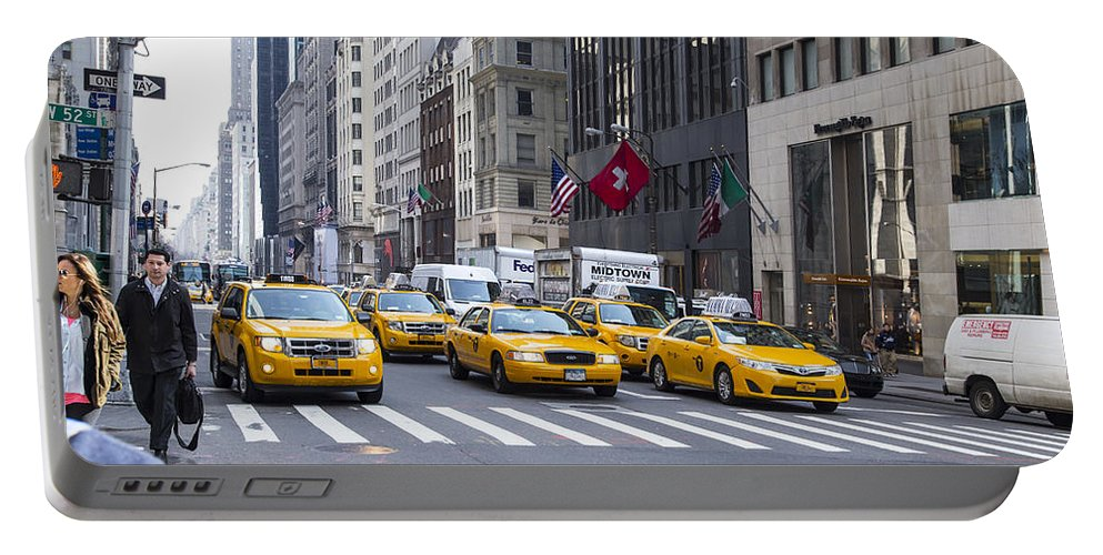New York City Portable Battery Charger featuring the photograph Taxi by Angus Hooper Iii