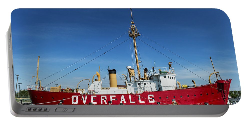 Delaware Portable Battery Charger featuring the photograph The Lightship Overfalls by John Greim