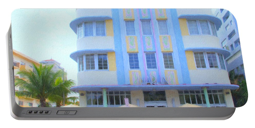 Art Deco Portable Battery Charger featuring the photograph The Marlin Hotel by Tom Reynen