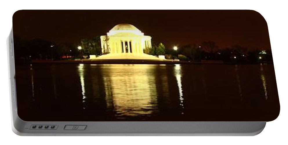 Washington Portable Battery Charger featuring the photograph Tidal Pool Panorama by Robert McCulloch
