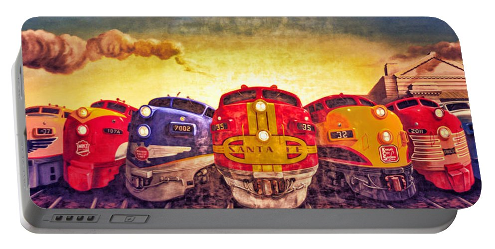 4 O'clock Portable Battery Charger featuring the photograph Train Art At Union Station by Sennie Pierson