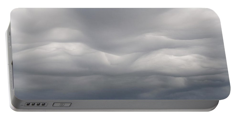 Americas Portable Battery Charger featuring the photograph Undulatus Asperatus Clouds - 04 by Roderick Bley