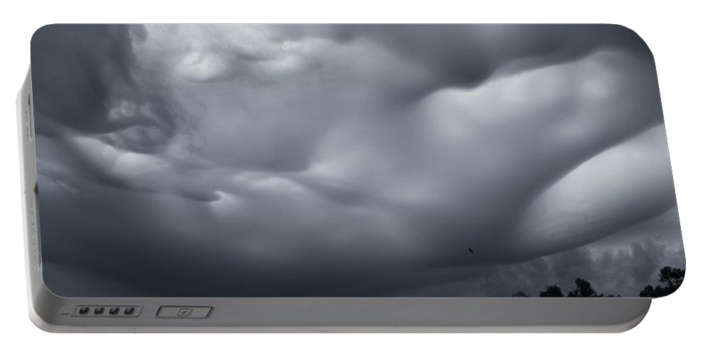 Americas Portable Battery Charger featuring the photograph Undulatus Asperatus Clouds - 15 by Roderick Bley