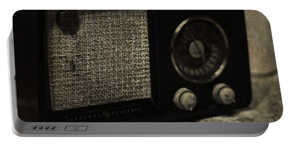Vintage Ge Radio Portable Battery Charger featuring the photograph Vintage Ge Radio by Dan Sproul