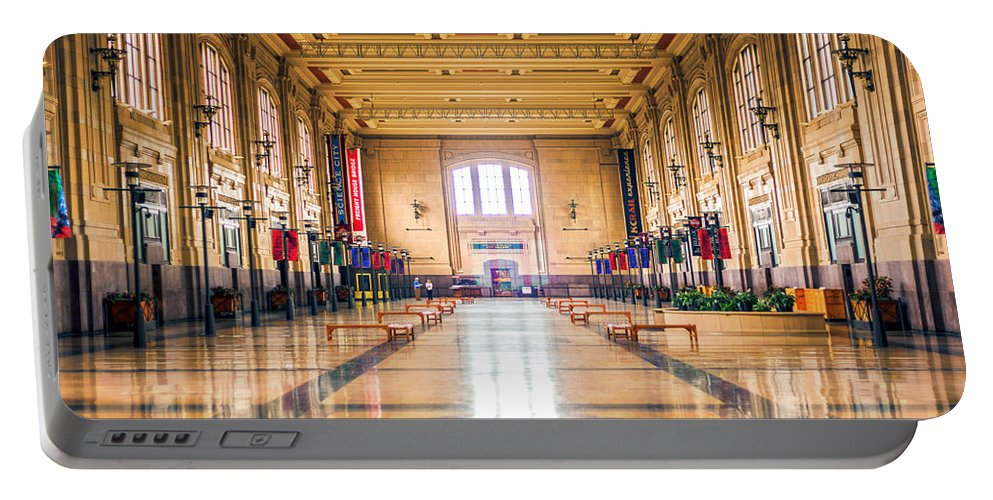 4 O'clock Portable Battery Charger featuring the photograph Waiting For The Train by Sennie Pierson