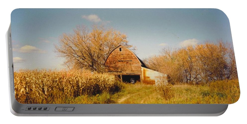 Michigan Barn And Corn Field Portable Battery Charger featuring the photograph Weathered Barn by Robert Floyd