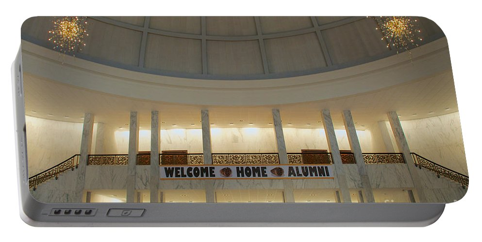 Alumni Portable Battery Charger featuring the photograph Welcome Home by Mark Dodd