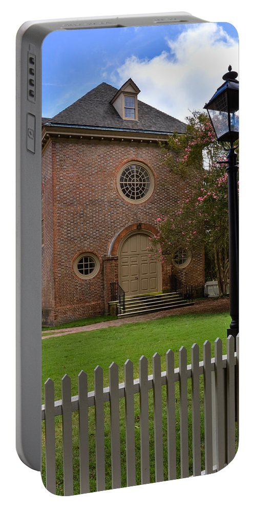 William & Mary Portable Battery Charger featuring the photograph Wren Chapel At William And Mary by Jerry Gammon