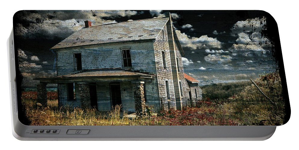 House Portable Battery Charger featuring the photograph Yoooo Hooooo by Lois Bryan