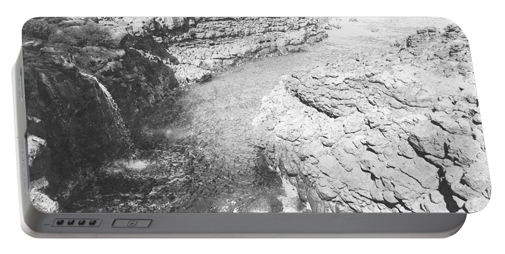 Pencil Portable Battery Charger featuring the photograph Kings Bath by Frank Wilson