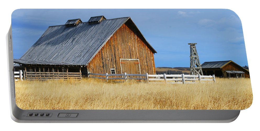 Old Barn Portable Battery Charger featuring the photograph Barn In Calgary by Randy Harris