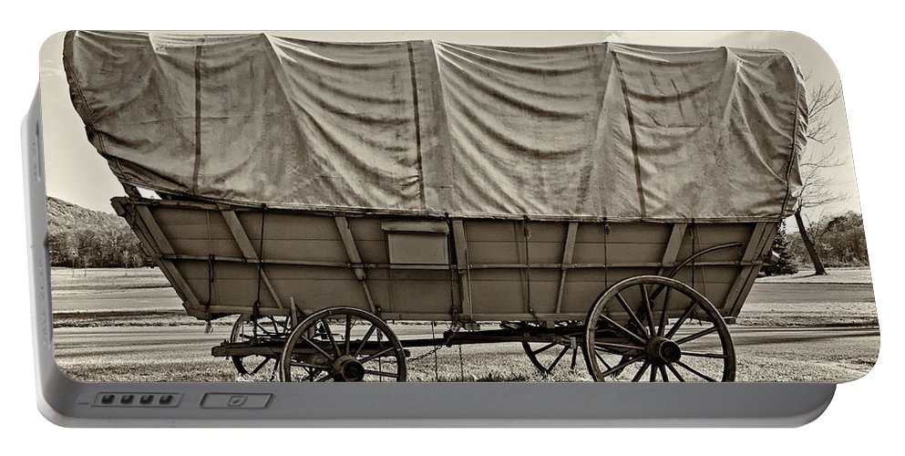 Pennsylvania Portable Battery Charger featuring the photograph Covered Wagon Sepia by Steve Harrington