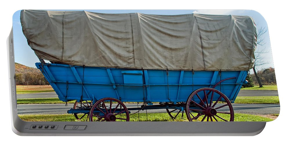 Pennsylvania Portable Battery Charger featuring the photograph Covered Wagon by Steve Harrington