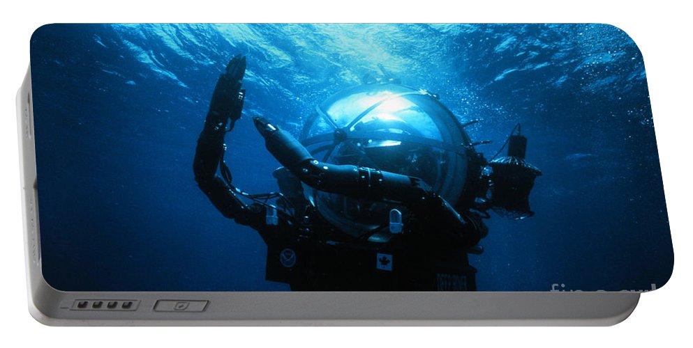 Deep Ocean Engineering Portable Battery Charger featuring the photograph Deep Rover by Science Source