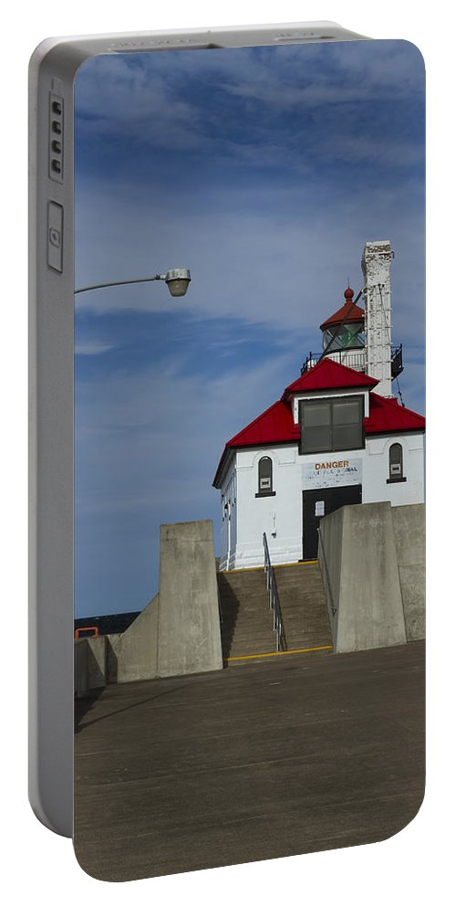Lighthouse Portable Battery Charger featuring the photograph Duluth S Pierhead 24 by John Brueske