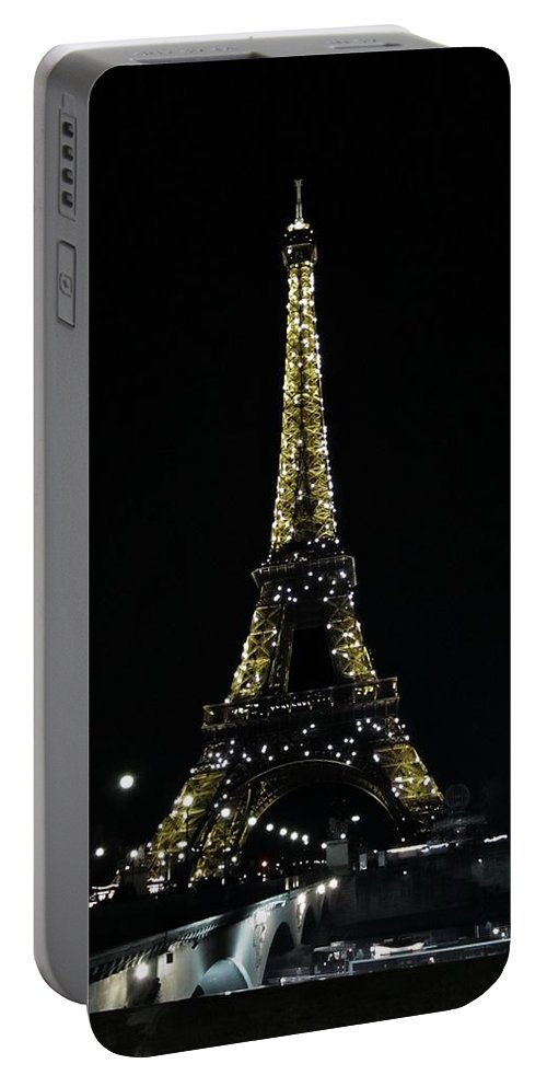 Paris Portable Battery Charger featuring the photograph Eiffel Tower - Paris by Marianna Mills