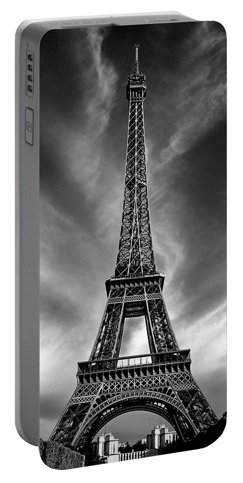 Paris Portable Battery Charger featuring the photograph Eiffel Tower Paris France by Dave Mills