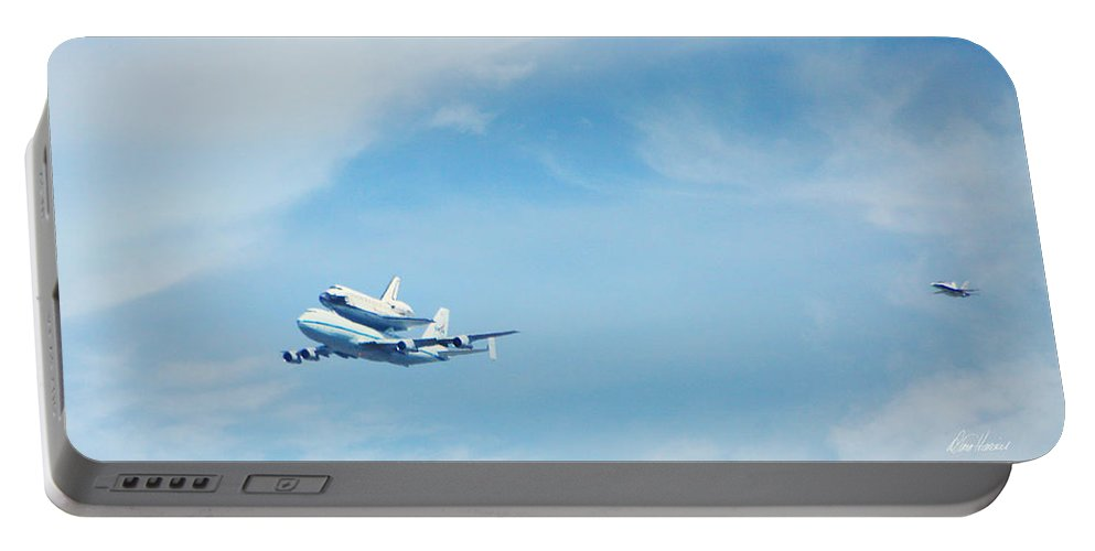Endeavor's Last Flight Portable Battery Charger featuring the photograph Endeavour's Last Flight by Diana Haronis
