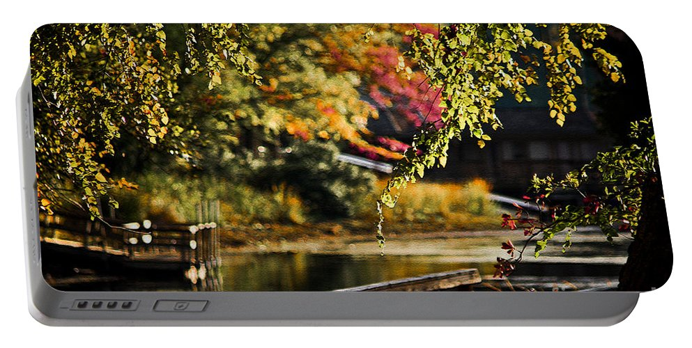 Tyler State Park Portable Battery Charger featuring the photograph Fall At Tyler State Park by Kim Henderson