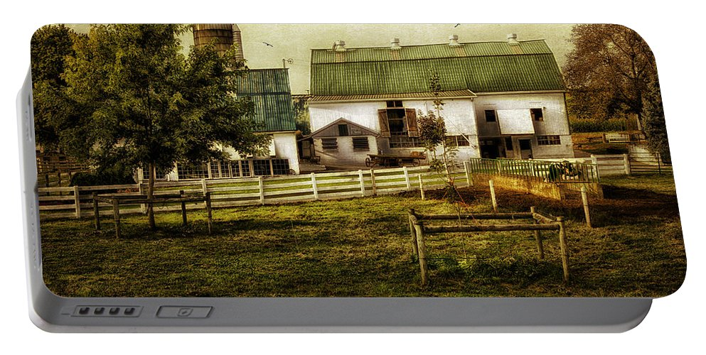 Farm Portable Battery Charger featuring the photograph Farmland In Intercourse - Pennsylvania by Madeline Ellis