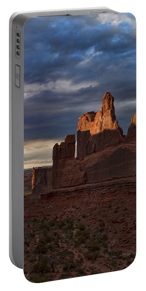 Desert Portable Battery Charger featuring the photograph Fifth Avenue by Karen Ulvestad
