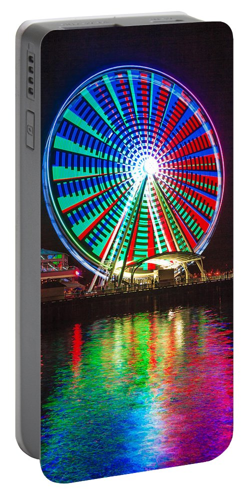 Seattle Portable Battery Charger featuring the photograph Great Wheel 203 by Mike Penney
