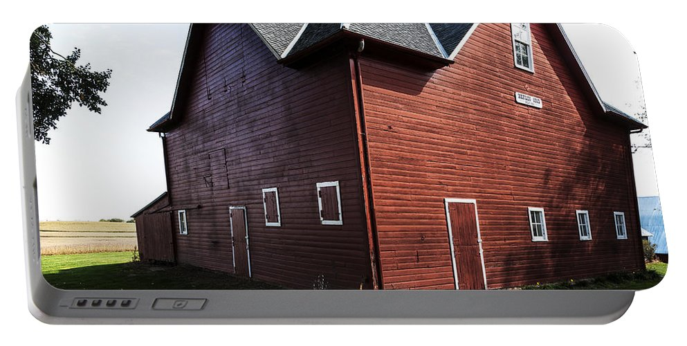 Barns Portable Battery Charger featuring the photograph Heflin Barn by Edward Peterson