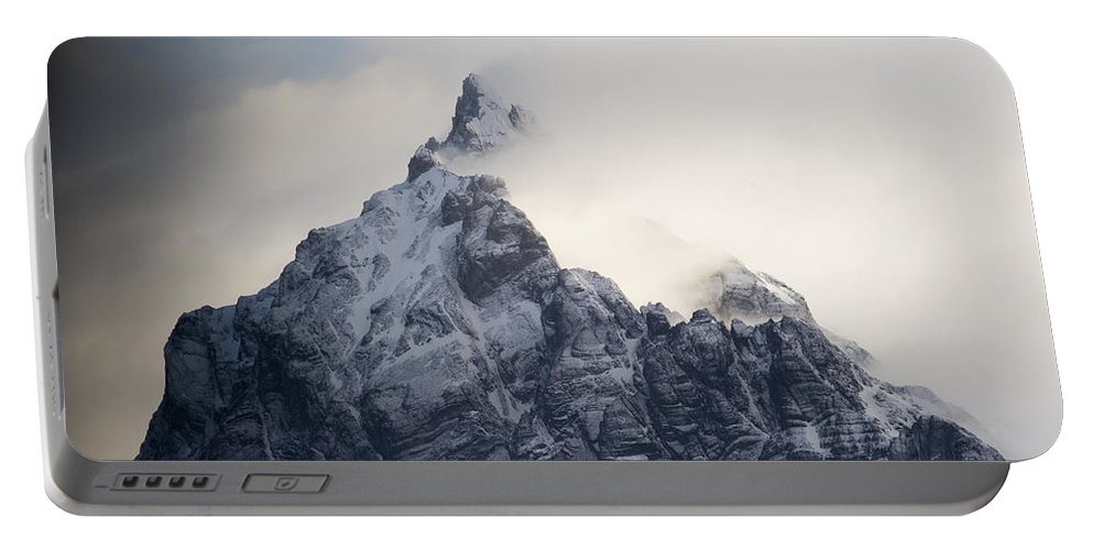 00429501 Portable Battery Charger featuring the photograph Mountain Peak In The Salvesen Range by Flip Nicklin