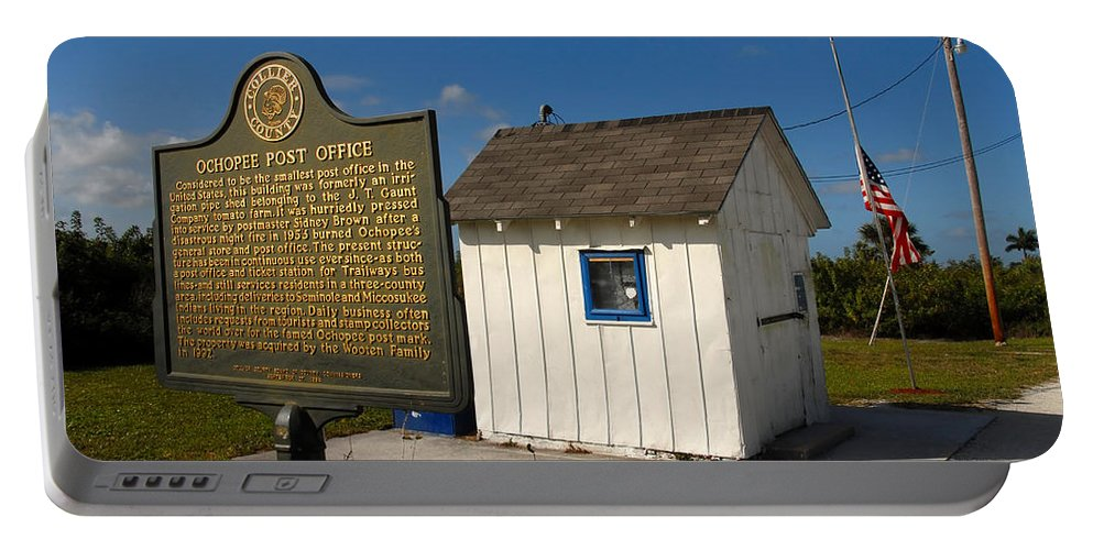 Ochopee Florida Portable Battery Charger featuring the photograph Ochopee Post Office by David Lee Thompson