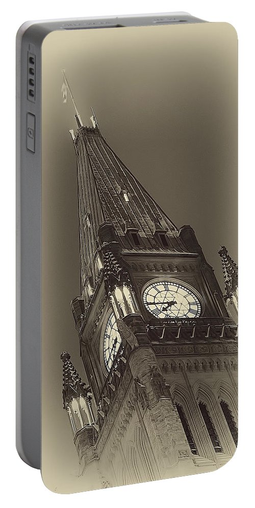 Ottawa Portable Battery Charger featuring the photograph Peace Tower by Eunice Gibb