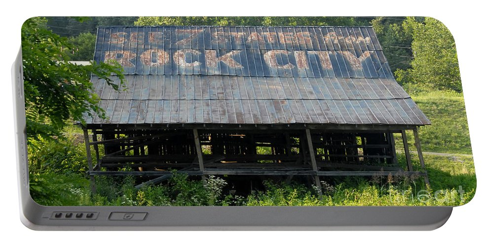 Rock City Portable Battery Charger featuring the photograph Rock City Barn by David Lee Thompson