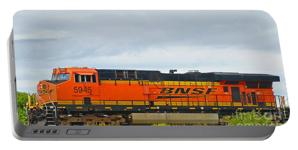 Trains Portable Battery Charger featuring the photograph Single Bnsf Engine by Randy Harris