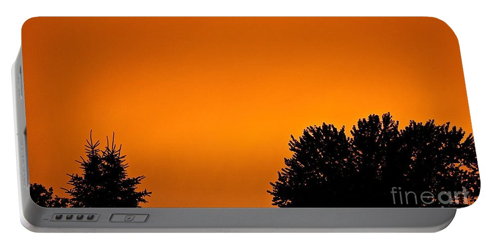 Minnesota Portable Battery Charger featuring the photograph Sundown by Susan Herber