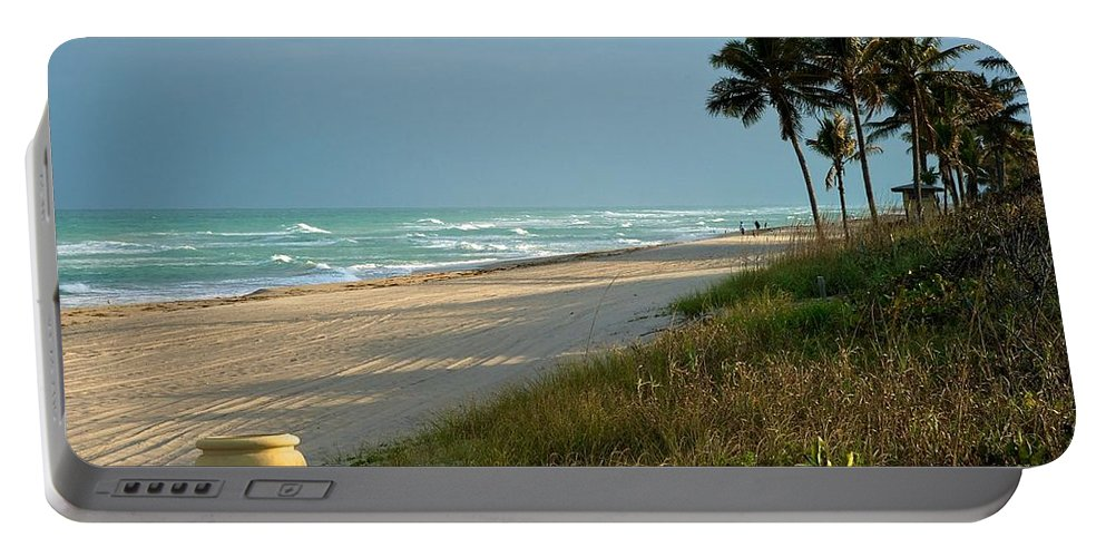 Atlantic Ocean Portable Battery Charger featuring the photograph Sunset Pot by Joseph Yarbrough
