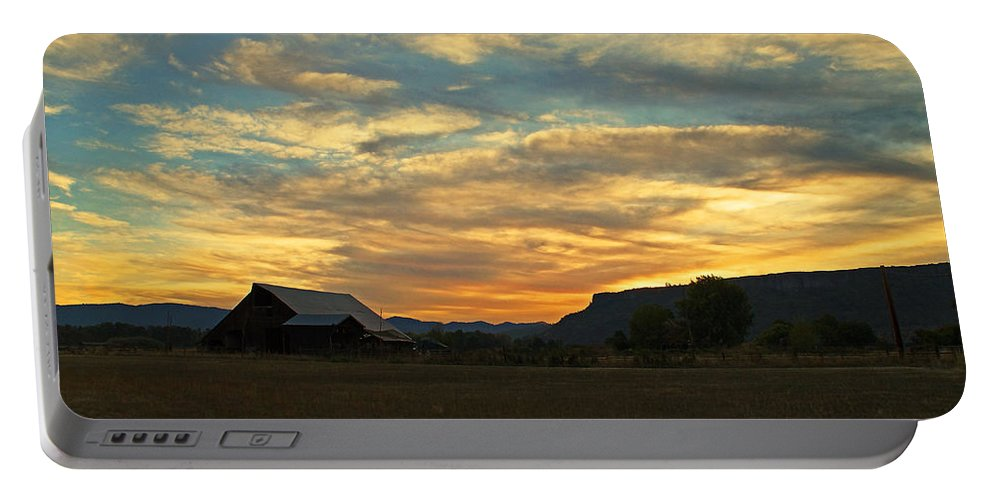 Table Rock Portable Battery Charger featuring the photograph Table Rock Sunset And Barn by Mick Anderson