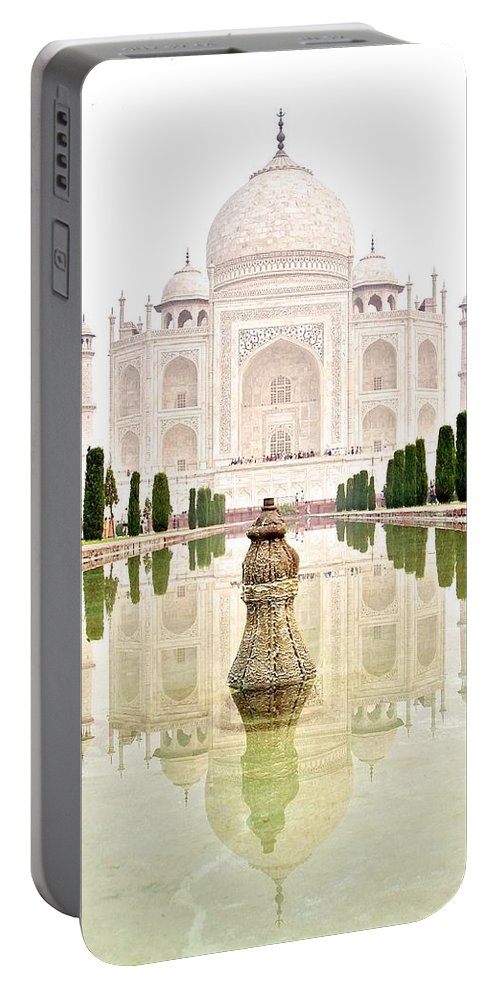 Taj Mahal Portable Battery Charger featuring the photograph Taj Mahal On The Vertical by Valerie Rosen