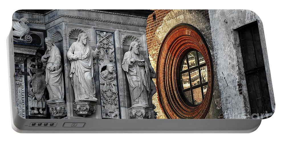 Oval Portable Battery Charger featuring the photograph The Oval Window by Mike Nellums